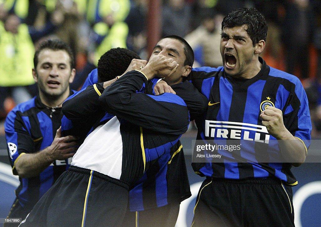 Ivan Cordoba of Inter Milan celebrates scoring the second goal : News Photo