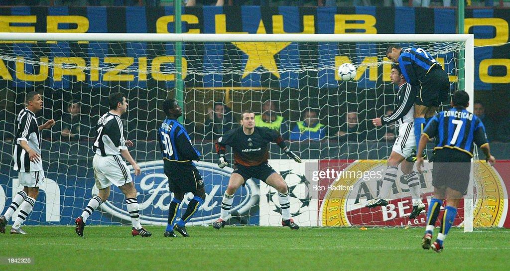 Cordoba scores their second : News Photo