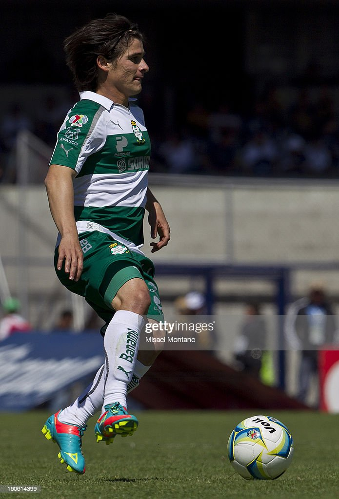 Ivan Estrada of Santos in action during a match between Pumas and Santos as part of the Clausura 2013 at Olímpico Stadium on February 03, 2013 in Mexico City, Mexico.
