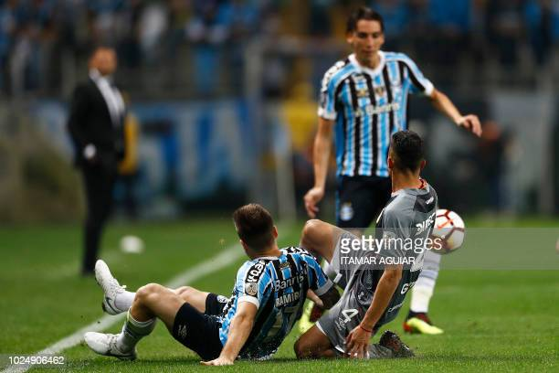 Ivan Gomez of Argentina's Estudiantes vies for the ball with Ramiro of Brazil's Gremio during their Copa Libertadores 2018 football match held at the...