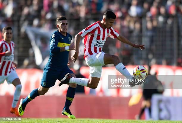 Ivan Gomez of Estudiantes La Plata drives the ball during a match between Estudiantes and Boca Juniors as part of Superliga Argentina 2018/19 at...