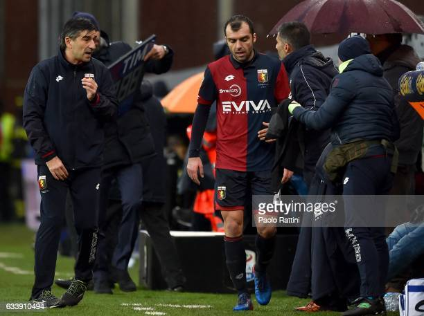 Ivan Juric coach of Genoa talks with Goran Pandev of Genoa as he leaves the pitch during the Serie A match between Genoa CFC and US Sassuolo at...