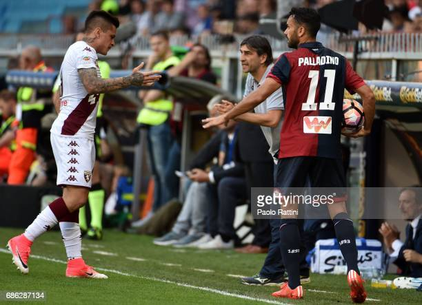 Ivan Juric head coach of Genoa Juan Iturbe of Torino and Raffaele Palladino of Genoa during the Serie A match between Genoa CFC and FC Torino at...