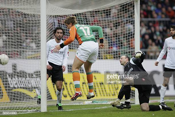 Ivan Klasnic of Bremen scores the second goal during the Bundesliga match between Werder Bremen and Borussia Monchengladbach at the Weser Stadium on...