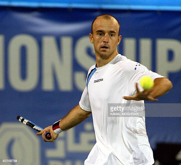Ivan Ljubicic of Croitia returns to his opponent Roger Federer the Swiss world number one during their ATP final match in Dubai 27 February 2005 AFP...