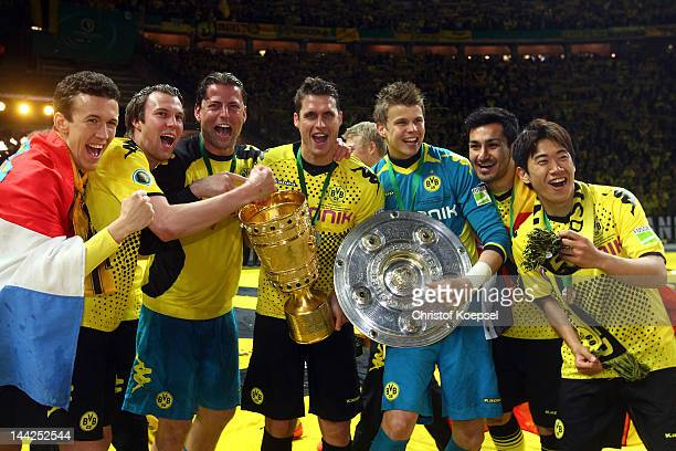 Ivan Perisic Kevin Grosskreutz Roman Weidenfeller Sebastian Kehl Mitchell Langerak Ilkay Guendogan and Shinji Kagawa of Dortmund celebrate with the...