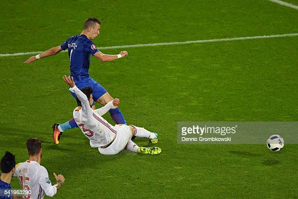 Ivan Perisic of Croatia scores his team's second goal during the UEFA EURO 2016 Group D match between Croatia and Spain at Stade Matmut Atlantique on...