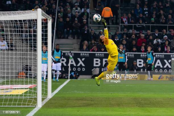 Ivan Perisic of FC Bayern Muenchen scores his team's first goal during the Bundesliga match between Borussia Moenchengladbach and FC Bayern Muenchen...