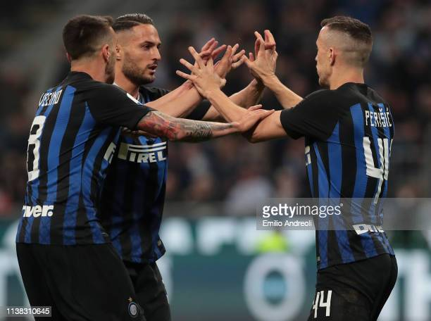 Ivan Perisic of FC Internazionale celebrates with his teammates Danilo D'Ambrosio and Matias Vecino after scoring the equalizer during the Serie A...
