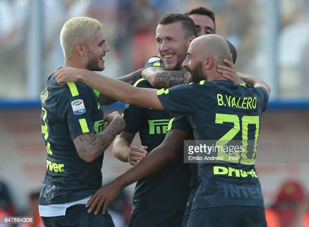 Ivan Perisic of FC Internazionale Milano celebrates his goal with his teammates during the Serie A match between FC Crotone and FC Internazionale at...