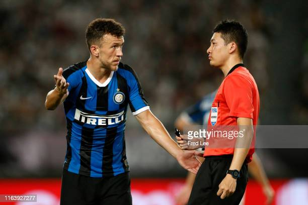 Ivan Perisic of FC Internazionale protests against the referee during the International Champions Cup match between Juventus and FC Internazionale at...