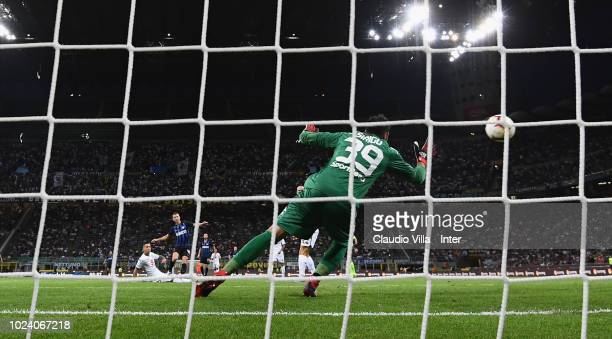 Ivan Perisic of FC Internazionale scores the opening goal during the serie A match between FC Internazionale and Torino FC at Stadio Giuseppe Meazza...