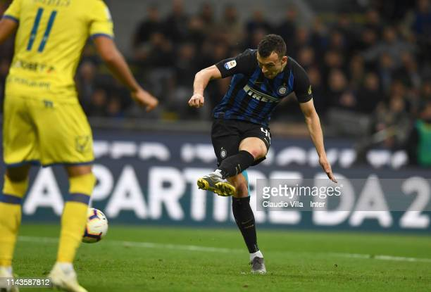 Ivan Perisic of FC Internazionale scores the second goal during the Serie A match between FC Internazionale and Chievo at Stadio Giuseppe Meazza on...