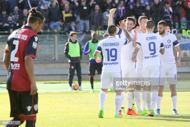 Ivan Persic of Inter celebrates his goal 13 with the teammates during the Serie A match between Cagliari Calcio and FC Internazionale at Stadio...