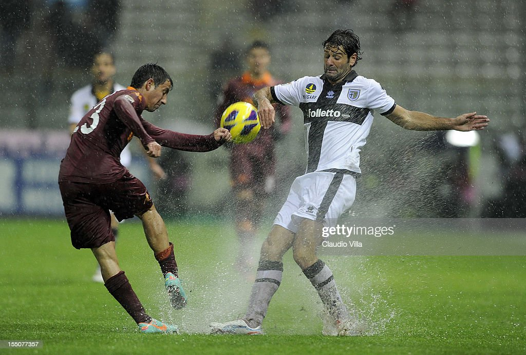 Ivan Piris of AS Roma (L) and Massimo Gobbi of Parma FC compete for the ball during the Serie A match between Parma FC and AS Roma at Stadio Ennio Tardini on October 31, 2012 in Parma, Italy.