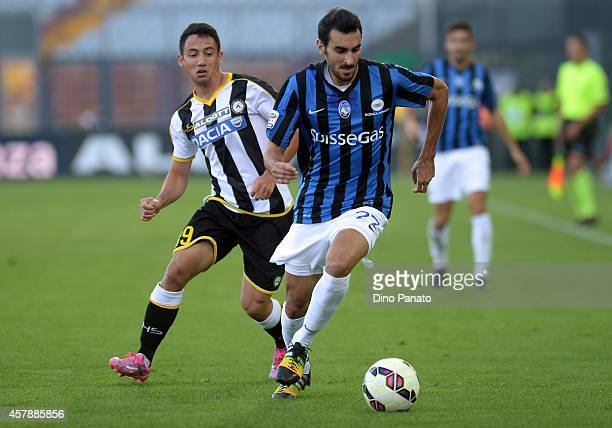 Ivan Piris of Udinese Calcio competes with Davide Zappacosta of Atalanta BC during the Serie A match between Udinese Calcio and Atalanta BC at Stadio...