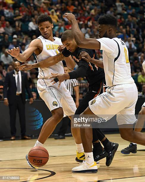 Ivan Rabb and Jaylen Brown of the California Golden Bears and Gary Payton II of the Oregon State Beavers go after a loose ball during a quarterfinal...