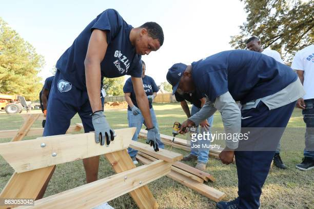 Ivan Rabb of the Memphis Grizzlies participates in a full team park cleanup on October 12 2017 in Memphis Tennessee NOTE TO USER User expressly...