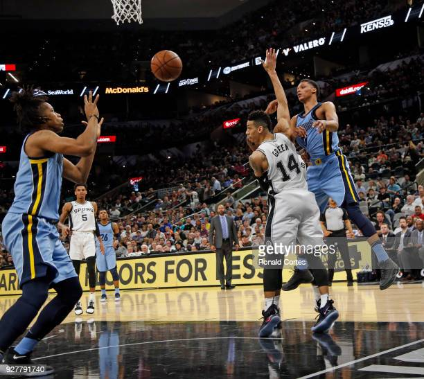 Ivan Rabb of the Memphis Grizzlies passes off to teammate Deyonta Davis of the Memphis Grizzlies as Danny Green of the San Antonio Spurs defends at...