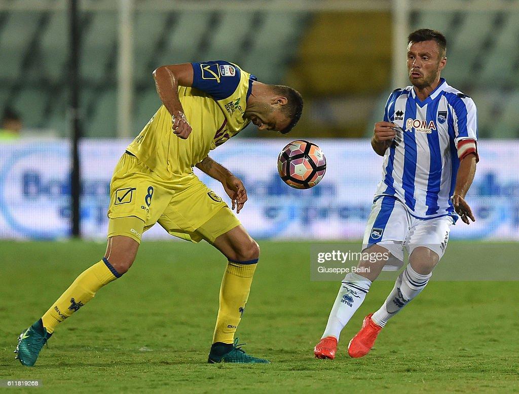 Ivan Radovanovic of AC Chievo Verona and Ledian Memushaj of Pescara Calcio in action during the Serie A match between Pescara Calcio and AC Chievo Verona at Adriatico Stadium on October 1, 2016 in Pescara, Italy.