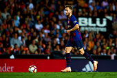 ivan rakitic controls ball during week