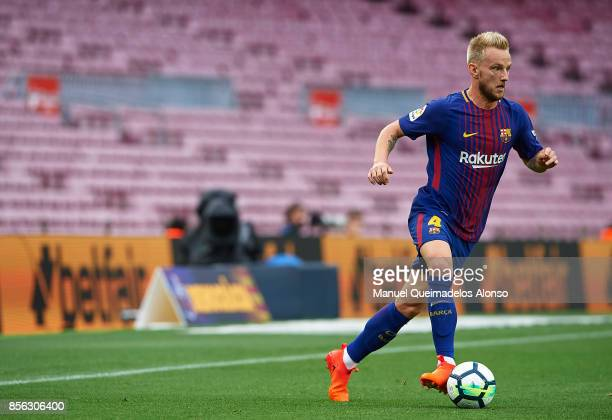 Ivan Rakitic of Barcelona runs with the ball during the La Liga match between Barcelona and Las Palmas at Camp Nou on October 1 2017 in Barcelona...