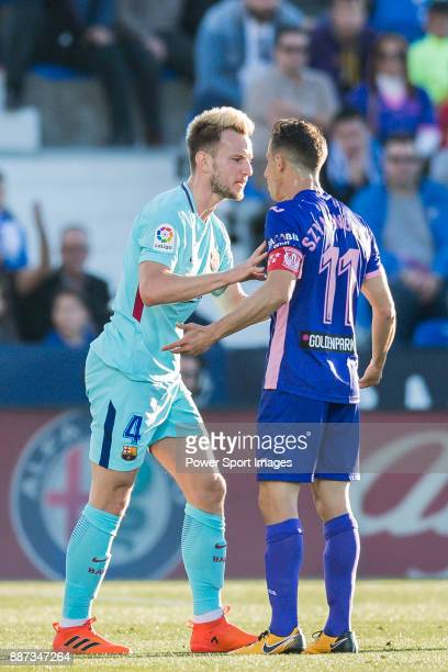 Ivan Rakitic of FC Barcelona confronts with Alexander Szymanowski of CD Leganes during the La Liga 201718 match between CD Leganes vs FC Barcelona at...