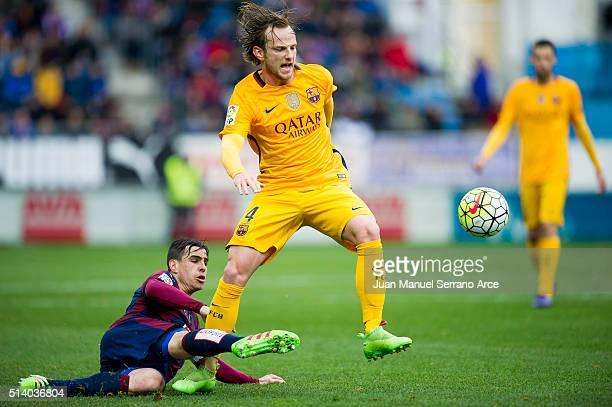 Ivan Rakitic of FC Barcelona duels for the ball with Daniel Garcia of SD Eibar during the La Liga match between SD Eibar and FC Barcelona at Ipurua...