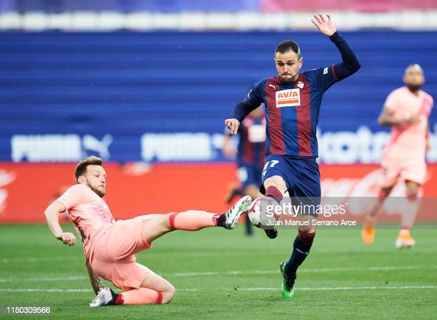 Ivan Rakitic of FC Barcelona duels for the ball with Kike Garcia of SD Eibar during the La Liga match between SD Eibar and FC Barcelona at Ipurua...