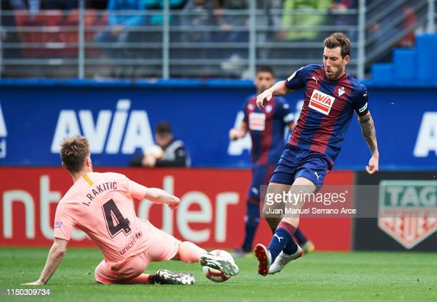 Ivan Rakitic of FC Barcelona duels for the ball with Sergi Enrich of SD Eibar during the La Liga match between SD Eibar and FC Barcelona at Ipurua...