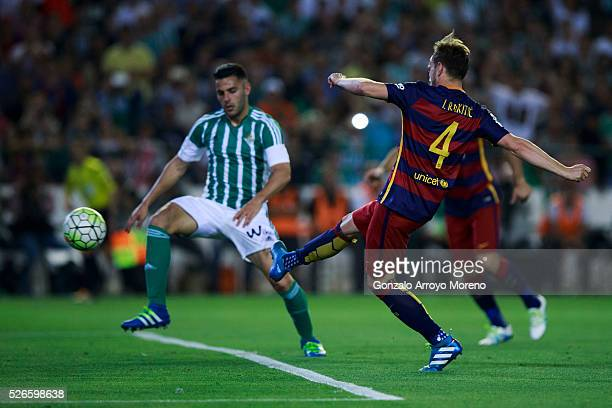 Ivan Rakitic of FC Barcelona scores their opening goal during the La Liga match between Real Betis Balompie and FC Barcelona at Estadio Benito...