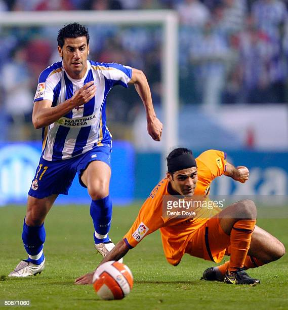 Ivan Sanchez 'Riki' of Deportivo La Coruna beats Rafael Marquez of Barcelona during the La Liga match between Deportivo La Coruna and Barcelona at...