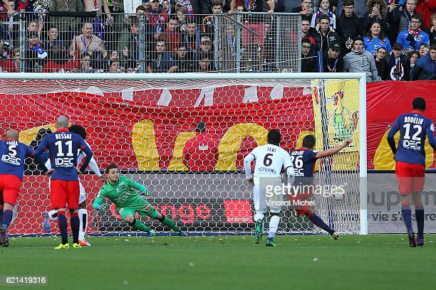 Ivan Santini of Caen scores a goal from the penalty spot during the Ligue 1 match between SM Caen and OGC Nice at Stade Michel D'Ornano on November 6...