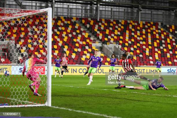 Ivan Toney of Brentford scores their 2nd goal during the Sky Bet Championship match between Brentford and Bristol City at Brentford Community Stadium...