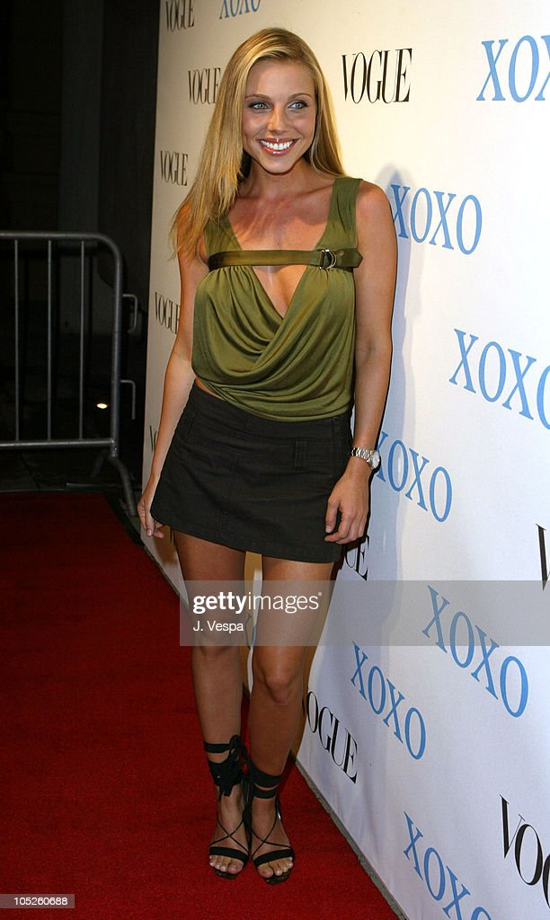 VOGUE and XOXO Host Premiere of XOXO Spring 2004 Collection - Arrivals : News Photo
