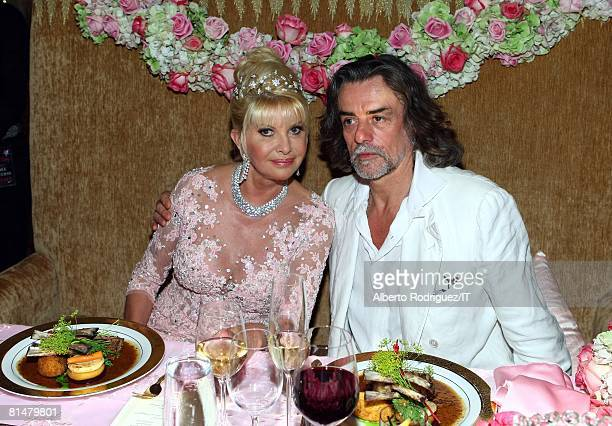 RATES Ivana Trump and Count Gelasio Gaetani pose during the reception for the wedding of Ivana Trump and Rossano Rubicondi at the MaraLago Club on...