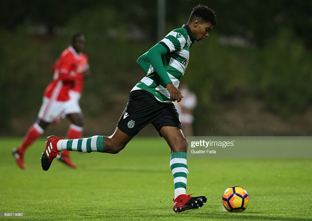 Ivanildo Fernandes of Sporting CP B in action during the Segunda Liga match between SL Benfica B and Sporting CP B at Caixa Futebol Campus on December 16, 2016 in Seixal, Portugal.