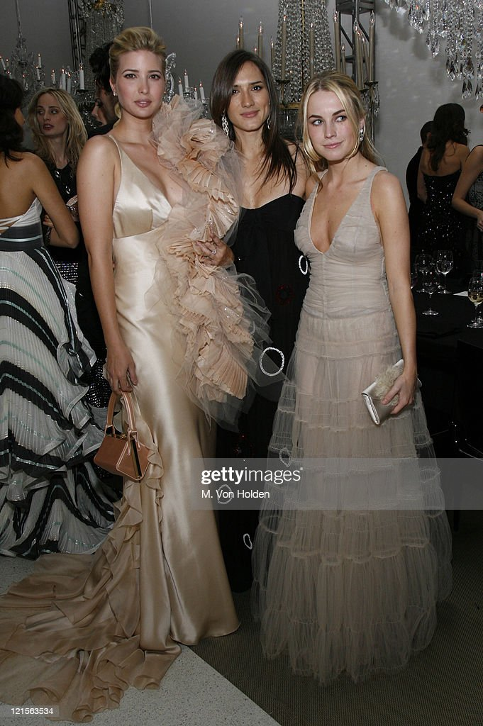 Solomon R. Guggenheim Museum's Young Collectors Council 2006 Artist's Ball Sponsored by Giorgio Armani : News Photo