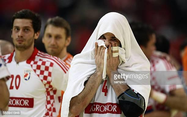 Ivano Balic , Enttäuschung nach der Niederlage Handball Männer Europameisterschaft 2012 Halbfinale : Serbien - Kroatien 10 th mens european...