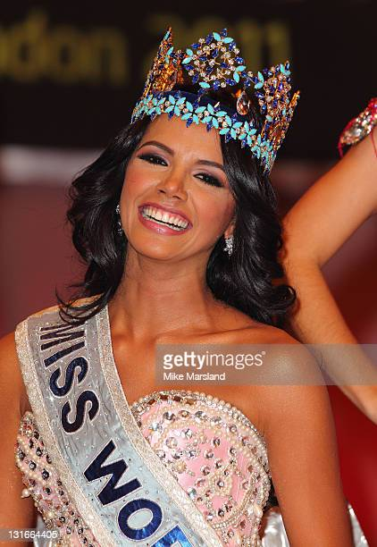 Ivian Lunasol Sarcos Colmenares MIss Venezuela is crowned Miss World as it Celebrates its 60th birthday at Earls Court London on November 6 2011 in...