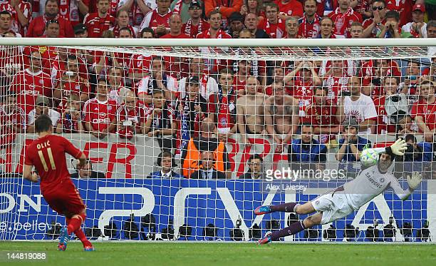 Ivica Olic of Bayern Muenchen misses to score his penalty against goalkeeper Petr Cech of Chelsea during UEFA Champions League Final between FC...