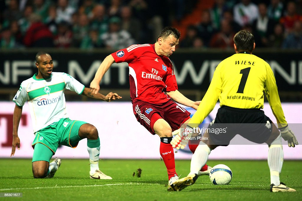 Ivica Olic of Hamburg (C) tries to score against goalkeeper Tim Wiese (R) while Naldo of Bremen can just look on during the UEFA Cup Semi Final first leg match between SV Werder Bremen and Hamburger SV at the Weser stadium on April 30, 2009 in Bremen, Germany.
