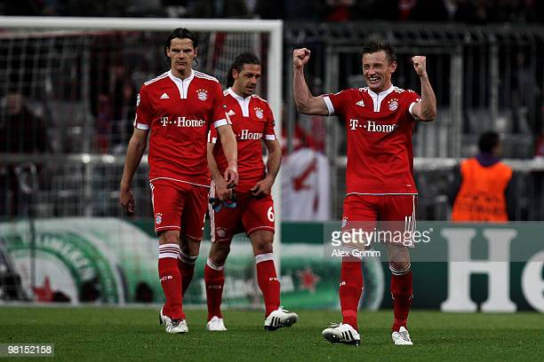 Ivica Olic of Muenchen celebrates with team mates Martin Demichelis and Daniel van Buyten during the UEFA Champions League quarter final first leg...