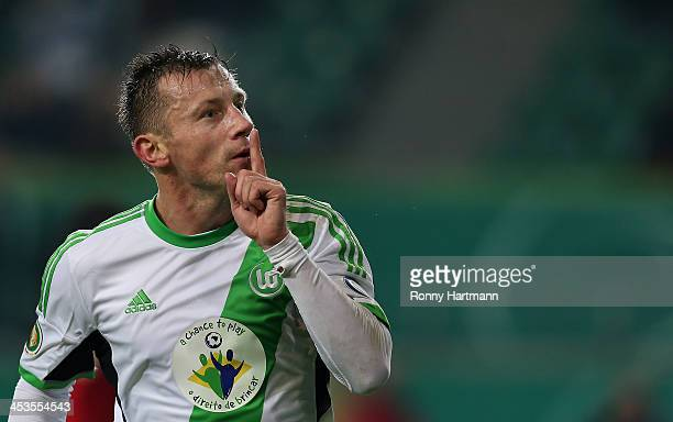 DIOS esta en el mundial Ivica-olic-of-wolfsburg-celebrates-his-teams-second-goal-during-the-picture-id453554543?s=612x612