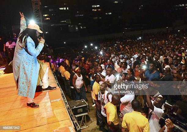 Ivorian singer Alpha Blondy performs on March 14, 2015 in the palais de la culture in Abidjan during a free concert to celebrate the artist's radio -...