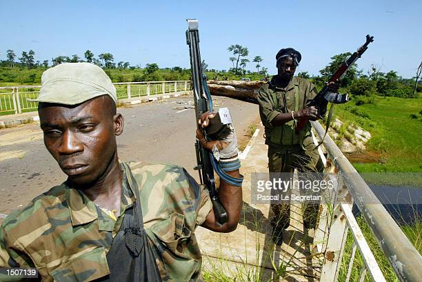 Ivory Coast rebels control the bridge at Baoulifla checkpoint October 21, 2002 in Baouke, Ivory Coast. French troops have been deployed to maintain a...