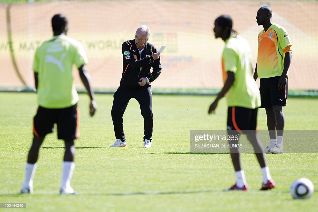 Ivory Coast team coach Sven-Goran Eriksson (C)of Sweden gives instruction to his players during a practice session on May 24, 2010 in Saanen, Switzerland, ahead of the FIFA World Cup 2010 finals in South Africa.