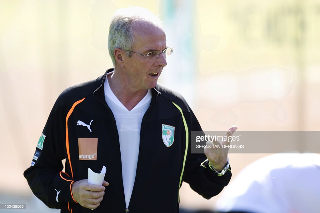 Ivory Coast team coach Sven-Goran Eriksson of Sweden gives instructions to his players during a practice session on May 24, 2010 in Saanen, Switzerland, ahead of the FIFA World Cup 2010 finals in South Africa.