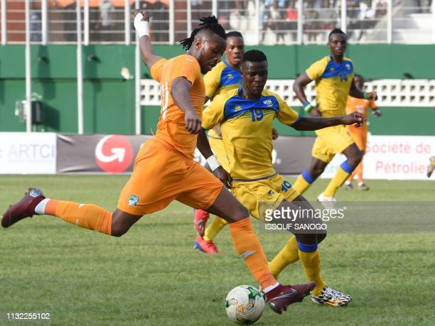 Ivory Coast's forward Jonathan Kodj vies for the ball with Rwanda's Emmanuel Imanishimwe during the 2019 African Cup of Nations Group H qualification...
