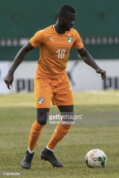 Ivory Coast's forward Nicolas Pepe plays the ball during the 2019 African Cup of Nations Group H qualification football match between Ivory Coast and...